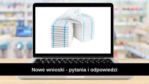 obrazek przedstawia pieluchomajtki na ekranie laptopa