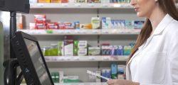 Tak, w oparciu o § 16 ust. 1 pkt. 1d rozporządzenia w sprawie recept lekarskich, który w przypadku nie wpisania lub wpisania błędnie sposobu dawkowania pozwala wydać maksymalnie dwa najmniejsze refundowane lub zarejestrowane opakowania danego leku(fot. Shutterstock).