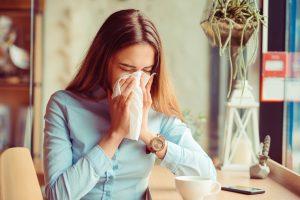 Naczelna Izba Aptekarska przekazała dla farmaceutów wszystkie niezbędne materiały na temat koronawirusa (fot. Shutterstock).