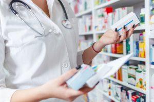 Przy tak podanym dawkowaniu, należy sprawdzić, jaką ilość można wydać maksymalnie pacjentowi na 180 dni stosowania(Shutterstock).