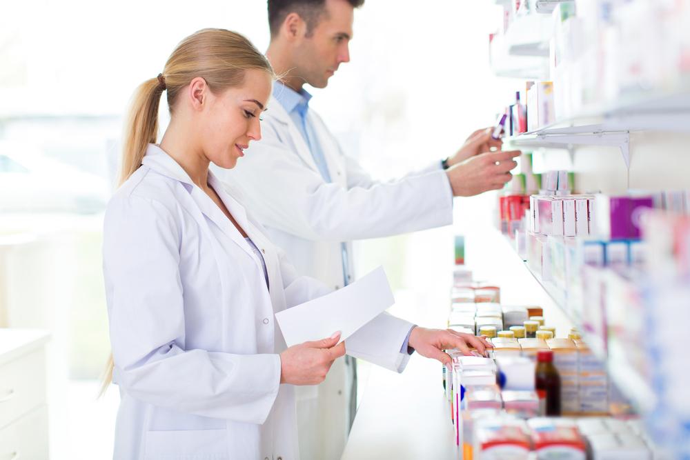 Zgodnie z § 15 pkt 2 rozporządzenia w sprawie recept lekarskich osoba wydająca może zrealizować (ze zniżką) recepty zawierające dane określone w § 3 oraz zamieszczone zgodnie z § 16, także, gdy recepta pod względem graficznym, jej kształt lub rozmiar nie odpowiadają wzorowi recepty (fot. Shutterstock).
