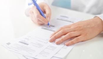 Lekarz nie ma obowiązku zamieszczać danych o numerze i rodzaju dokumentu potwierdzającego uprawnienie dodatkowe w treści e-recepty