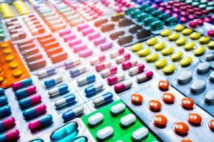 Zgodnie z komunikatem MZ dotyczącym błędnego oznaczenia EAN-u, prawidłowe będzie wydanie leku pełnopłatnie(Shutterstock).