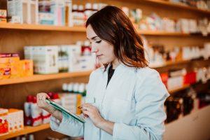 Tym samym, farmaceuci, gdy zamawiają lek Arechin w hurtowni farmaceutycznej Adamed, nie muszą podawać numeru recepty oraz zamawiać tylko i wyłącznie pod konkretną receptę(Shutterstock).