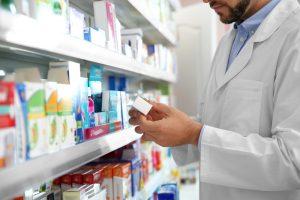 Wskazane przez lekarze opakowanie posiada dopuszczenie do obrotu (kategoria dostępności Rp), ale nie znajduje się na liście leków refundowanych, stąd nie ma możliwości by zrealizować receptę ze zniżką, bez poprawy zapisu ilości na sumaryczną liczbę jednostek dawkowania (fot. Shutterstock).