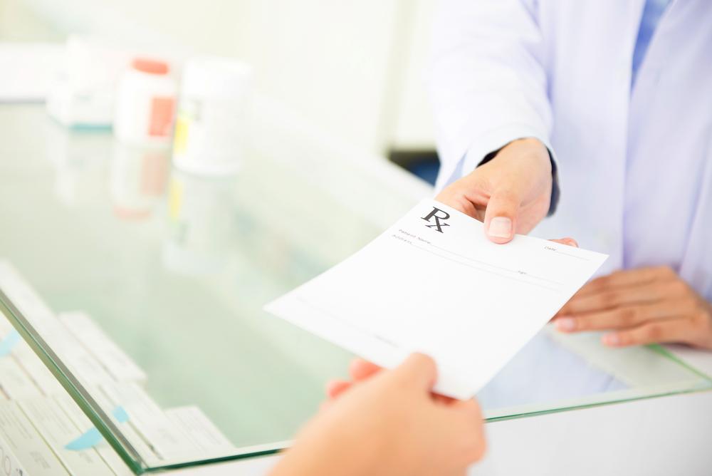 Przy recepcie pełnopłatnej, która nie musi odpowiadać wzorowi, lek może być przepisany na zwykłej kartce bez jakichkolwiek kodów(fot. Shutterstock).