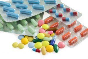 Należy zaznaczyć wydanie odpowiednika, gdyż jest to lek inny niż pierwotnie zapisany przez lekarza (fot. Shutterstock).