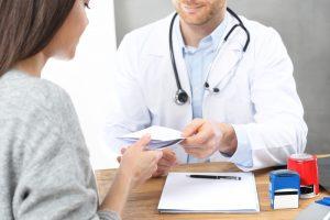 Nie, leki o kategorii dostępności Rp i Rpz można wypisać na zwykłej białej recepcie (fot. Shutterstock).