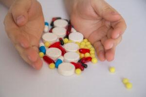 Na pytanie o dokonywanie zmiany składników obojętnych farmakologicznie podczas sporządzania leku recepturowego, odpowiedziała radca prawny Alicja Chudziak (fot. Shutterstock).