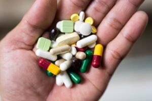 Leki na recepcie z uprawnieniem IB można zamieniać tak samo, jak dla pozostałych osób ubezpieczonych (fot. Shutterstock).
