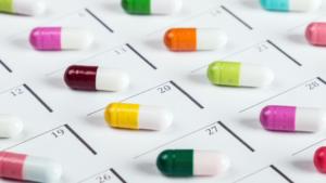 Lek Acenocumarol WZF z zapisem dawkowania sprzecznym z ilością opakowań może być wydany tylko w mniejszj z wypisanych ilości.