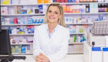 Jednocześnie, informuje się, że podmioty, którym na stanie pozostały niewykorzystane szczepionki, mogą je przeznaczyć na szczepienie pacjentów w wieku 75+ (fot. Shutterstock).