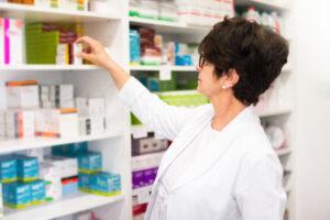 Lek Estrofem nie jest środkiem antykoncepcyjnym, tylko jest wykorzystywany w hormonalnej terapii zastępczej, więc jego ilość na recepcie podlega ograniczeniu do 120 dni kuracji na podstawie podanego dawkowania (fot. Shutterstock).