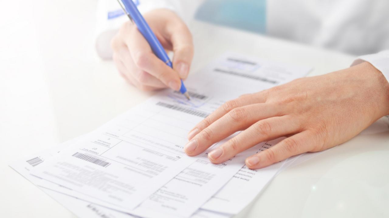 Od stycznia do lipca 2021 r. osoby uprawnione mogą wykorzystywać 3 dostępne wzory recept papierowych. Później dopuszczalny będzie tylko najnowszy.